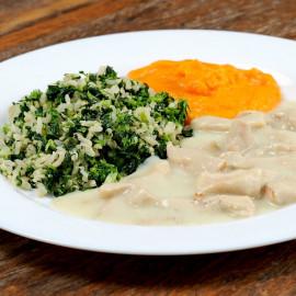 Isca de Frango ao Gorgonzola, Arroz Integral com Brócolis e Purê de Cenoura - 302 kcal