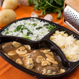 Escalopes de Filé com Batatas Gratinadas e Arroz com Brócolis